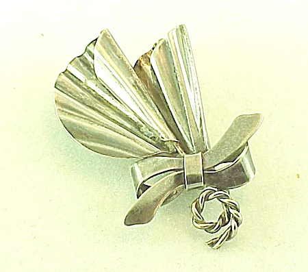 VINTAGE COSTUME JEWELRY - HANDMADE STERLING SILVER ABSTRACT DESIGN BROOCH (Image1)