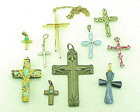 VINTAGE COSTUME JEWELRY - LOT OF RELIGIOUS CROSS OR CRUCIFIX PENDANTS - 1 14K LAPIS LAZULI (Image1)
