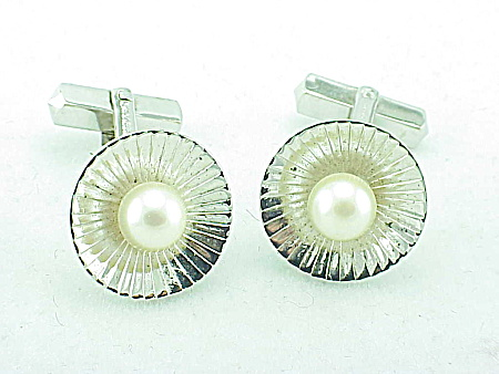 MEN'S COSTUME JEWELRY - VINTAGE CLASSIC STYLE STERLING SILVER & PEARL CUFFLINKS (Image1)