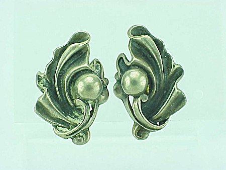 VINTAGE COSTUME JEWELRY - ART NOUVEAU STYLE STERLING SILVER SCREWBACK EARRINGS (Image1)