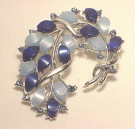 VINTAGE COSTUME JEWELRY - LIGHT & DARK BLUE THERMOSET & RHINESTONE BROOCH (Image1)