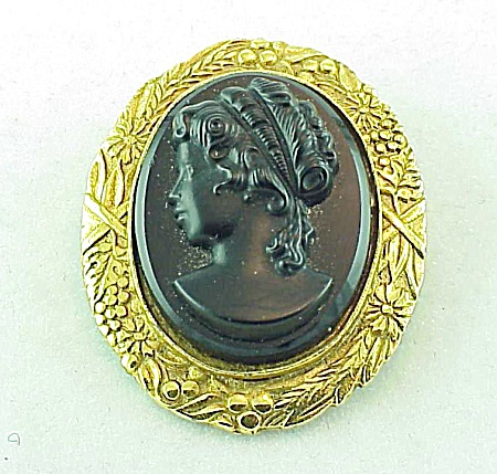 Vintage Costume Jewelry - Black Glass Cameo Mourning Brooch