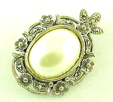 VINTAGE COSTUME JEWELRY - STERLING SILVER, PEARL & MARCASITE BROOCH PENDANT SIGNED TH (Image1)