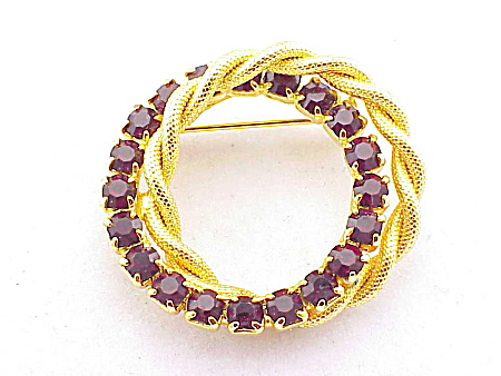 VINTAGE COSTUME JEWELRY- RED RHINESTONE DOUBLE CIRCLE BRUSHED GOLD BROOCH (Image1)