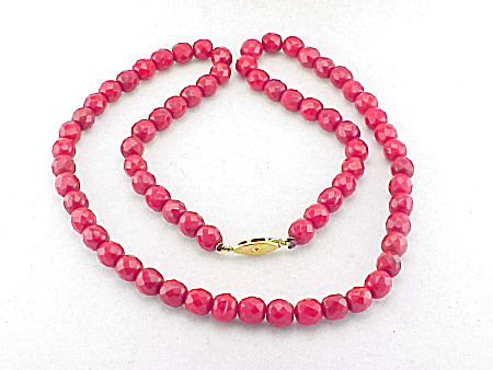 VINTAGE RED FACETED GLASS BEAD NECKLACE (Image1)