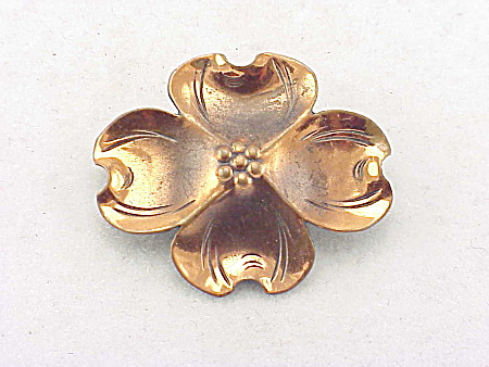 VINTAGE COSTUME JEWELRY - NYE COPPER DOGWOOD FLOWER BROOCH (Image1)
