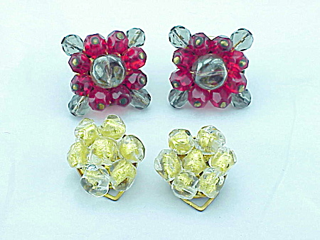 VINTAGE COSTUME JEWELRY - 2 PAIRS OF GLASS BEAD CLIP EARRINGS - 1 GOLD FOIL SIGNED ITALY (Image1)