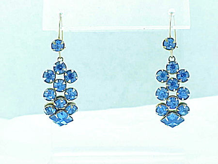 VINTAGE DANGLING BLUE RHINESTONE GOLD TONE WIRE PIERCED EARRINGS (Image1)