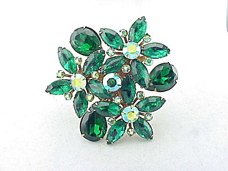 VINTAGE COSTUME JEWELRY - LARGE EMERALD GREEN AND AURORA BOREALIS RHINESTONE BROOCH (Image1)