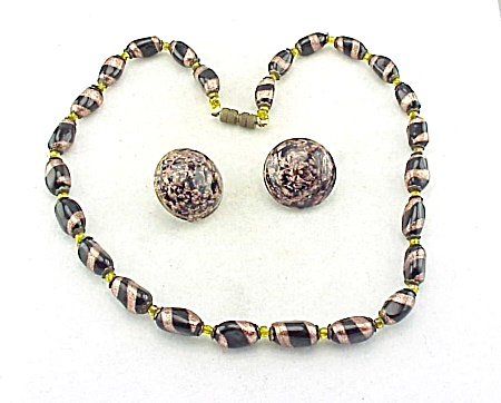 VINTAGE COSTUME JEWELRY - VENETIAN AVENTURINE GOLD & BLACK ART GLASS BEAD NECKLACE AND CLIP EARRINGS SIGNED ITALY (Image1)