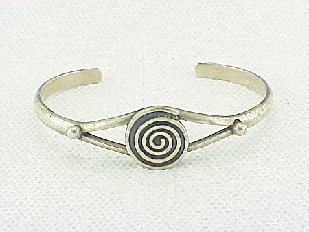 MEXICAN STERLING SILVER ABSTRACT DESIGN CUFF BRACELET SIGNED MEXICO 925 (Image1)