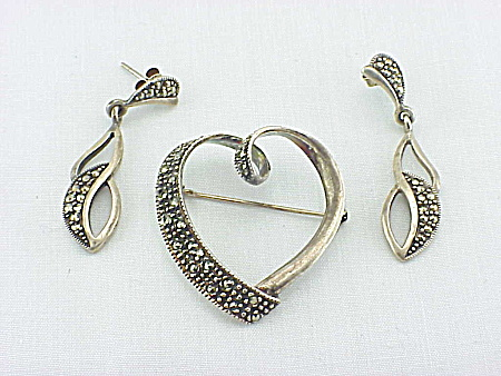 STERLING SILVER & MARCASITE HEART BROOCH & PIERCED EARRINGS SET (Image1)