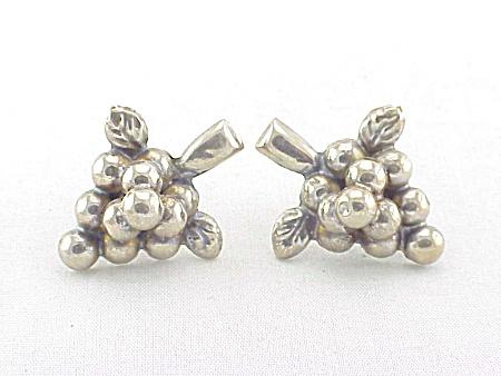 VINTAGE MEXICAN STERLING SILVER GRAPE BUNCH SCREWBACK EARRINGS (Image1)