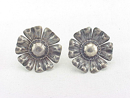 VINTAGE STERLING SILVER FLOWER SCREWBACK EARRINGS (Image1)