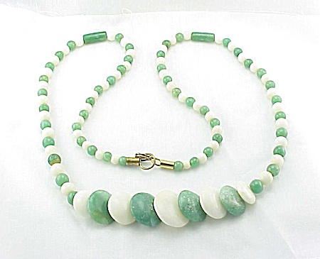 VINTAGE GREEN & WHITE JADE BEAD, ROD AND DISK NECKLACE (Image1)