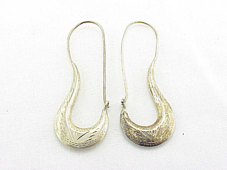 COSTUME JEWELRY - STERLING SILVER LONG ETCHED LOOP PIERCED EARRINGS (Image1)