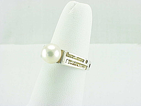HAND MADE STERLING SILVER AND PEARL RING SIGNED C B (Image1)