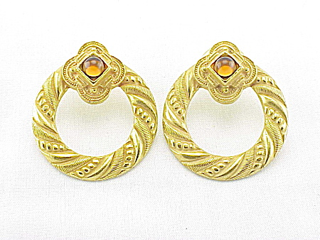COSTUME JEWELRY - ETRUSCAN STYLE GOLD TONE & AMBER GLASS PIERCED EARRINGS (Image1)