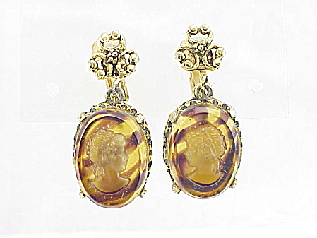 VINTAGE COSTUME JEWELRY - TORTOISESHELL GLASS CAMEO CLIP EARRINGS (Image1)