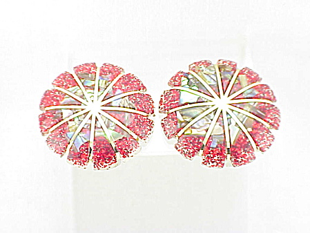 VINTAGE COSTUME JEWELRY - RED CONFETTI LUCITE & ABALONE CLIP EARRINGS (Image1)