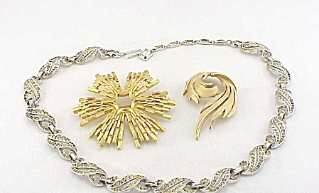 VINTAGE COSTUME JEWELRY - TRIFARI RHINESTONE NECKLACE & 2 BROOCHES (Image1)