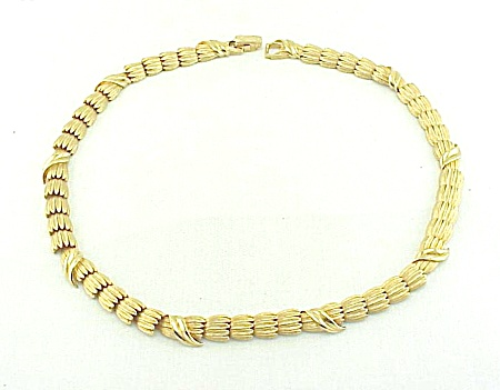 VINTAGE COSTUME JEWELRY - KRAMER TWO TONE GOLD TONE SERPENTINE CHOKER NECKLACE (Image1)