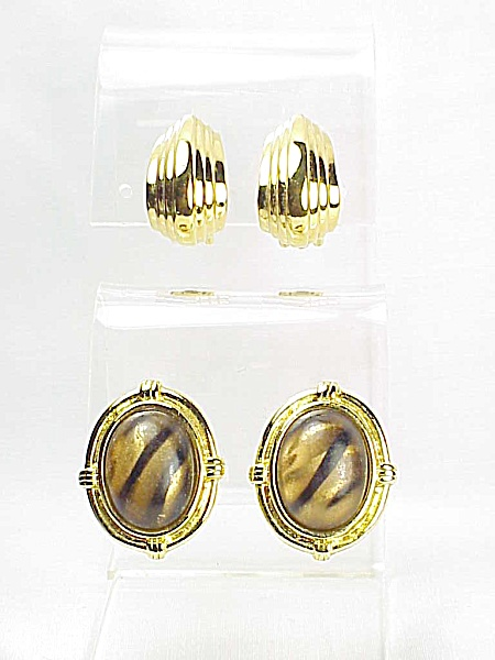 VINTAGE COSTUME JEWELRY - 2 PAIRS GOLD TONE CLIP EARRINGS - 1 SIGNED CARRE'  AND 1 STRIPED LUCITE (Image1)