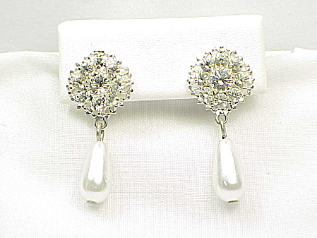 COSTUME JEWELRY - WEDDING STYLE RHINESTONE & DANGLING FAUX PEARL PIERCED EARRINGS (Image1)