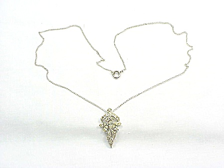 VINTAGE SILVER TONE NECKLACE WITH CLEAR RHINESTONE PENDANT (Image1)