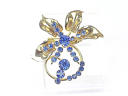 VINTAGE COSTUME JEWELRY - BLUE RHINESTONE GOLD TONE FLOWER BROOCH (Image1)