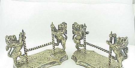 PAIR OF VICTORIAN SILVER KNIFE REST WITH STANDING LIONS - BOOK PIECES (Image1)