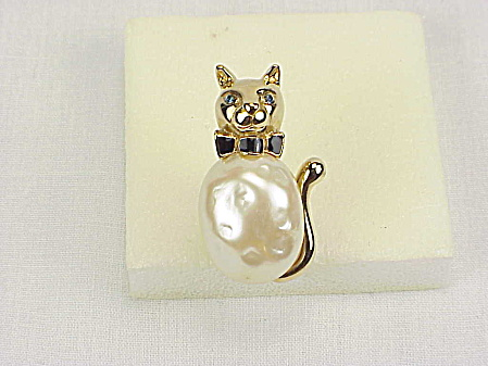 Carolee Faux Pearl And Rhinestone Cat Wearing Bow Tie Brooch