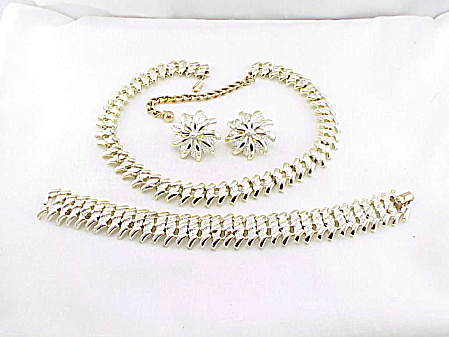 Vintage Kramer Two Tone Gold Tone Necklace Bracelet And Earrings Set