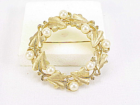 Vintage Trifari Gold Tone Ivy And Faux Pearl Circle Brooch