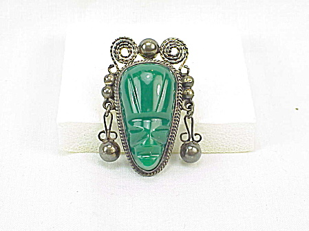 VINTAGE MEXICAN STERLING SILVER GREEN ONYX JADE FACE OR MASK BROOCH (Image1)