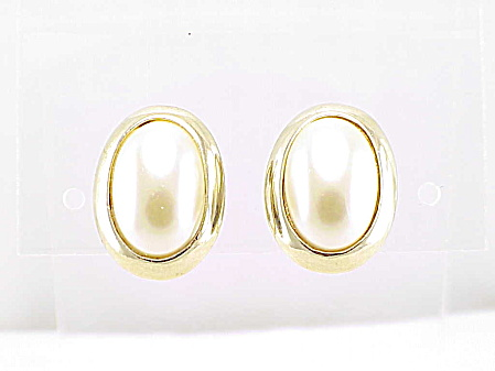 Vintage Hobe' Gold Tone And Faux Mabe' Pearl Clip Earrings