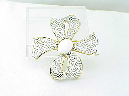Trifari Vintage White Enamel And Lucite Stone Bow Brooch