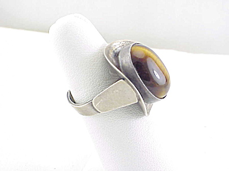 MODERNISTIC SIGNED ISRAEL STERLING SILVER TIGER EYE RING  (Image1)