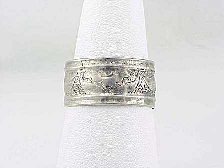Vintage Chinese Silver Ring With Etched Design Signed With Characters