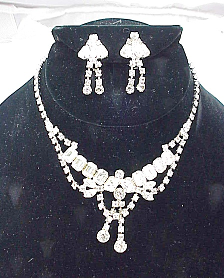 Vintage Brilliant Clear Rhinestone Necklace And Clip Earrings Set