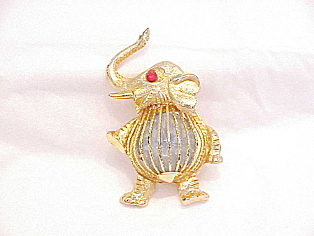 VINTAGE GOLD TONE ELEPHANT BROOCH WITH CRYSTAL RHINESTONE BELLY (Image1)