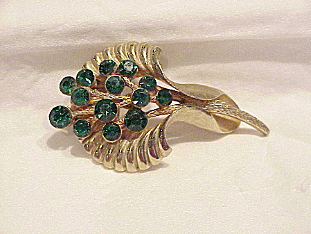 VINTAGE GOLD TONE BROOCH WITH EMERALD GREEN RHINESTONES (Image1)