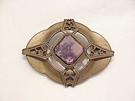 ANTIQUE VICTORIAN OR EDWARDIAN C CLASP BROOCH WITH AMETHYST GLASS STONE (Image1)