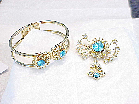 VINTAGE BLUE AND CLEAR RHINESTONE CLAMP BRACELET AND BROOCH DEMI PARURE SET (Image1)