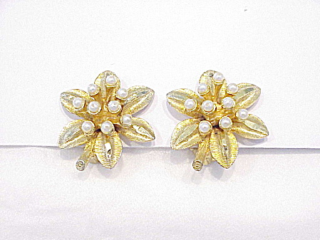 VINTAGE GOLD TONE AND SEED PEARL FLOWER CLIP EARRINGS SIGNED BSK (Image1)