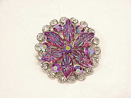 VINTAGE CARVED RED AURORA BOREALIS NAVETTE AND CLEAR RHINESTONE BROOCH (Image1)
