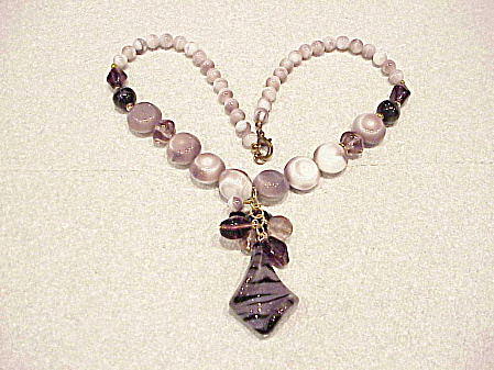 VINTAGE PURPLE AND WHITE ART GLASS BEAD NECKLACE WITH DANGLING PENDANT (Image1)