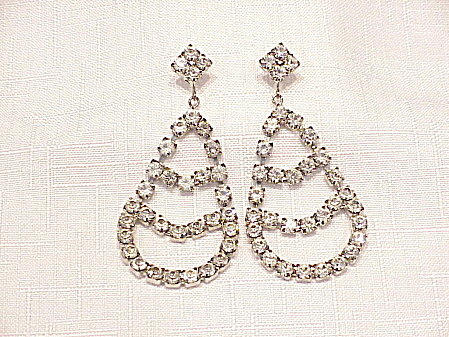 LARGE DANGLING CLEAR RHINESTONE PIERCED EARRINGS (Image1)