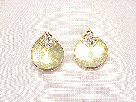 TRIFARI GOLD TONE AND RHINESTONE PIERCED EARRINGS (Image1)