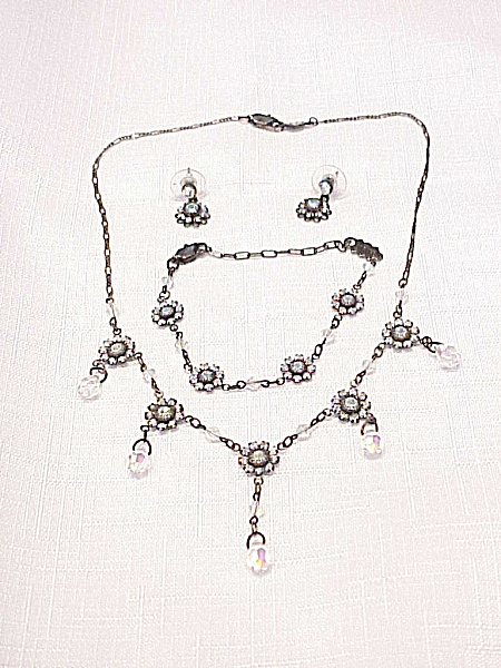BELLAGIO CRYSTAL RHINESTONE NECKLACE, EARRINGS AND BRACELET SET (Image1)